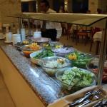 Jídelna v Mikri Poli - saláty