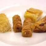 Variace řeckých moučníků (kataifi, baklava)